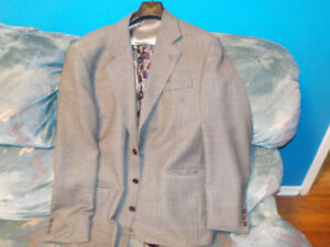 Men's suit jacket Large (42R) 100% Pure Virgin Wool with 2 ties