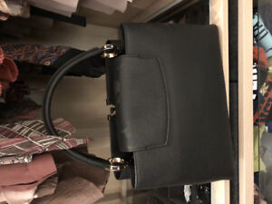 Louis Vuitton capucines bag in black with gold hardware!
