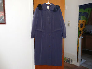 NEW WOMEN'S LONG WINTER COAT FOR SALE.