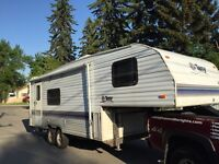 1996 24 ft Terry Expo Fifth Wheel trailer with Slide out