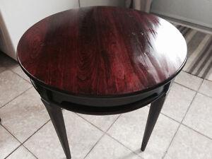 Table en bois couleur acajou