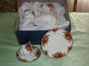 42 Piece Royal Albert China 'Old Country Rose' Tea/Dessert Set