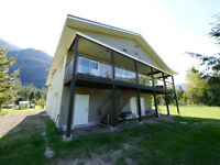 3 bed 2 bath home for sale in the Slocan Valley!