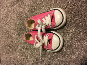Size 3 infant pink converse