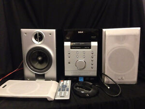 Stereo / CD / Radio AM/FM player with iPod/iPhone dock