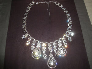 CRYSTAL NECKLACE WITH MATCHING EARRINGS