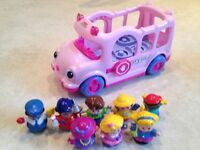 Fisher price pink school bus with 8 little people