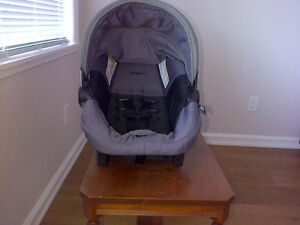 INFANT CAR SEAT Campbell River Comox Valley Area image 3