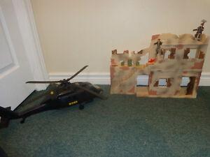 Le monde des PEACEKEEPERS ( édifice et figurines) et hélicoptère