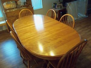 Solid Oak Oval Dining Room Table and 6 Chairs