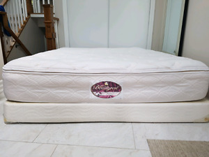 Queen size box spring.  Half hight Simmons