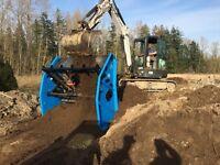 Portable Vibratory skidsteer and excavator topsoil / rock screen