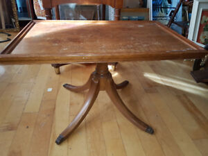 Beautiful vintage Duncan Phyfe wooden accent table or small coff