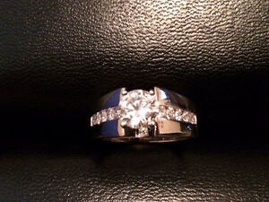 14K White gold diamond engagement ring Kitchener / Waterloo Kitchener Area image 3
