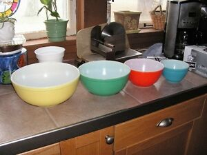 pyrex 4 color bowl set and beer stein