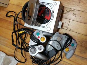 Gamecube with 2 controllers and memory card