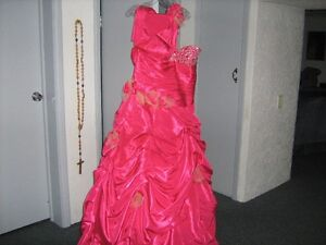 Fusia Prom Dress / lace up back