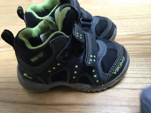 Gore-tex baby/toddler boots size EUR 21 (US size 5.5)