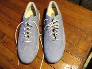 Chaussures ROCKPORT bleues neuves grandeur 9,5 pour femme.