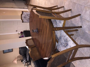 Dining table/leaf &6chairs