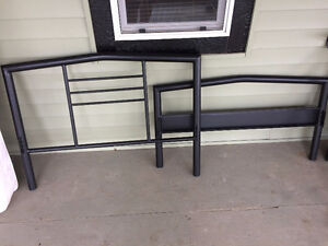 SINGLE BLACK METAL FRAME BED WITH MATTRESS EXCELLENT COND