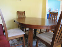 Expandable dining round table set