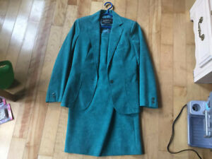 Ladies Size 8 Business Suit    Turquoise/Teal