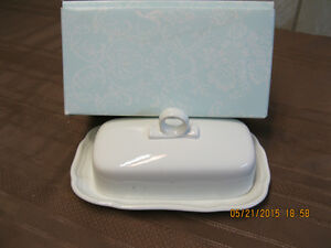 MIKASA FRENCH COUNTRYSIDE BUTTER DISH AND COVER