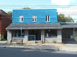 Edifice Commercial à Dorval.  Dorval Commercial Building. West Island Greater Montréal image 2