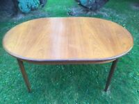 Large extendable dining table CAN DELIVER