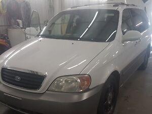 2002 Kia Sedona EX Minivan, Van