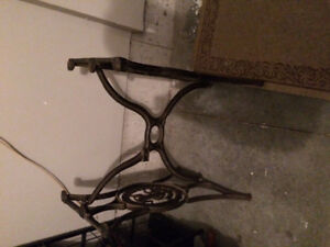 Antique Singer Sewing Machine Cast Iron base