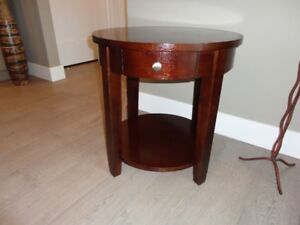 Dark Mahogany Living Room End Table...In Excellent Condition