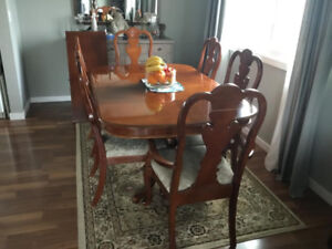 Dining Room Table, 6 Chairs and Extension Leaf