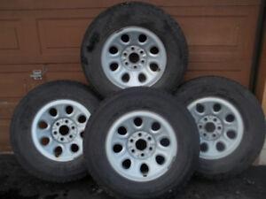 4 Pneus d hiver  avec  jantes  pour pick up  Chevrolet