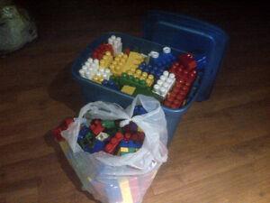 mega boite de megablocs jumbo lego mega bloc