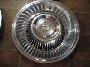 1964 Cadillac hub caps / cap de roues / enjoliveurs