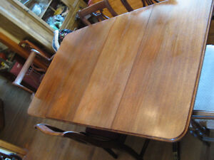 Duncan Phyfe Table + 4 chairs West Island Greater Montréal image 2