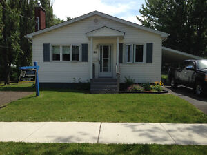 New price! Reduced! Nice cozy home, ready to move in!