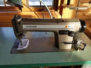 Machine à coudre industrielle  Singer 191 D200AA