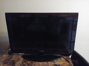 "TV FOR SALE Toshiba 32"" 720p HD LCD TV"