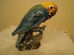 perroquet en porcelaine impecable 20$ 4503479437