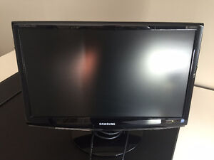 """Samsung 21.5"""" SyncMaster 2233SW Monitor - GREAT DEAL"""