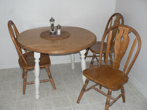COMPACT WOOD TABLE & 3 CHAIRS