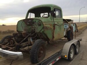 1953 international split window all body parts are ther