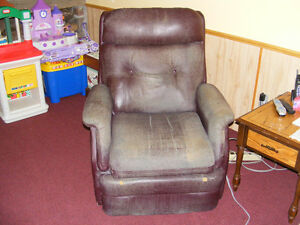 Recliner with massager Kawartha Lakes Peterborough Area image 2