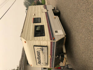 1990 Road Ranger holiday trailer