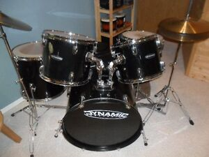 DYNAMIC PERCUSSION  DRUM SET