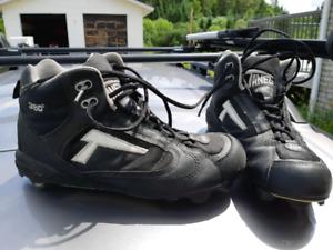 Tanel Baseball Shoes. Men's size 11