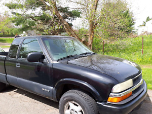 Chevy S10 2003 Asking $2500